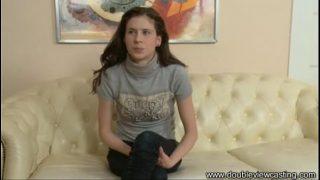 Una chica tímida en su primer casting porno